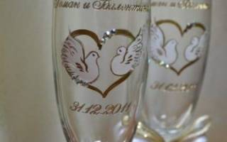 Бокалы на свадьбу с гравировкой: виды именных фужеров