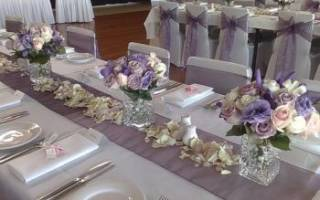 Украшение стола на свадьбу своими руками: дизайн тканью, цветами