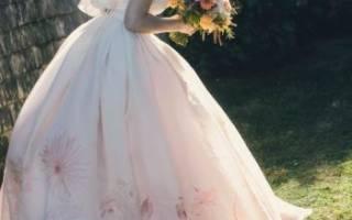 Свадебное платье с цветами — обзор модных моделей