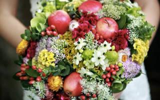 Букет из фруктов на свадьбу — с ягодами, яблоками