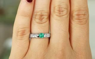 Виды обручальных колец с камнями: с бриллиантами, изумрудом