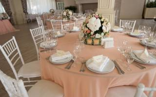 Свадебный торт в персиковом цвете: идеи декора