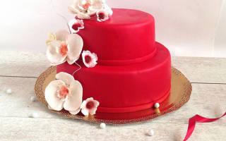 Красно-белый свадебный торт из мастики с розами