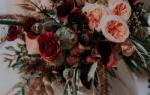 Бордовый букет невесты — идеи оформления монобуккетов
