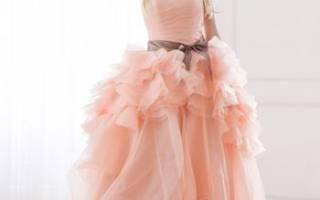 Цветные свадебные платья — короткие, с разноцветными элементами