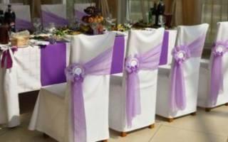 Оформление в фиолетовом цвете свадебного зала и стола: идеи