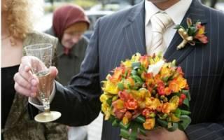 Свадебный букет из роз — с альстромерием, хризантемами
