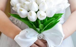 Нежный свадебный букет невесты из тюльпанов