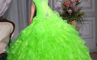 Свадебное платье — зеленого, изумрудного цвета